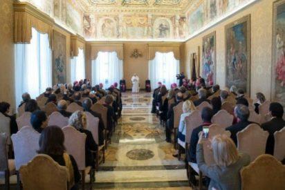 """Francisco pide a los teólogos """"estar al servicio de la Iglesia"""""""