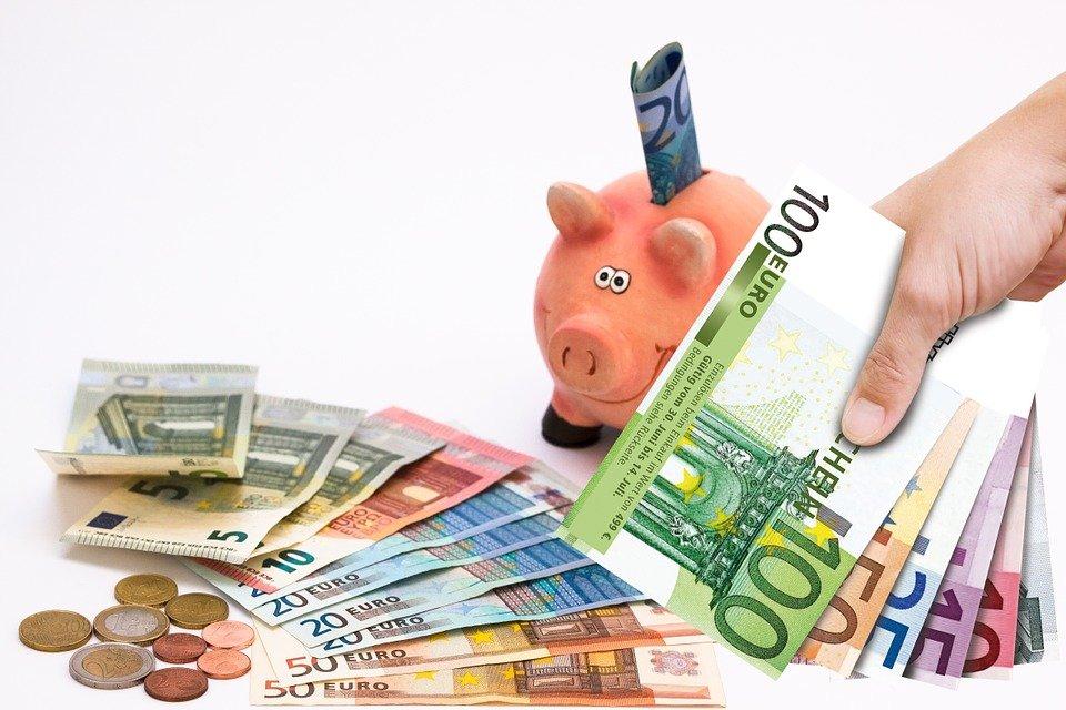 El Ibex 35 sobrevive a la fortaleza del euro y cierra cerca de los 10.500 puntos
