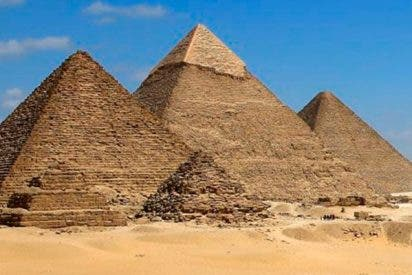 La Pirámide de Guiza tiene la estructura torcida