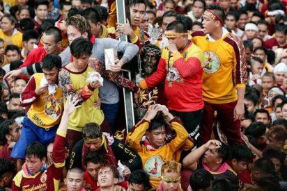 Un millón y medio de fieles desfilan con el Nazareno Negro en Manila