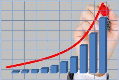 El Ibex 35 cierra con una subida del 1%, a las puertas de los 10.600 puntos