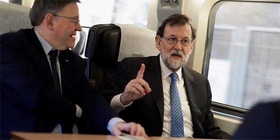El AVE a Castellón 'se la pega' en el estreno y todo son risas con Rajoy