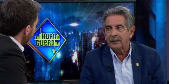 Revilla reparte con la mano abierta a Puigdemont y a Mas