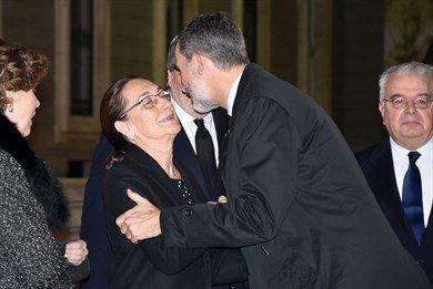 El Rey de lo más cariñoso en la misa funeral de su preceptor y exministro de Educación, Aurelio Menéndez