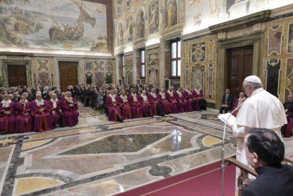 El Papa pide no caer en tentación de la burocracia en los procesos de nulidad matrimonial