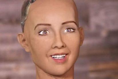 La robot Sophia ya no amenaza a los seres humanos; ahora nos ama