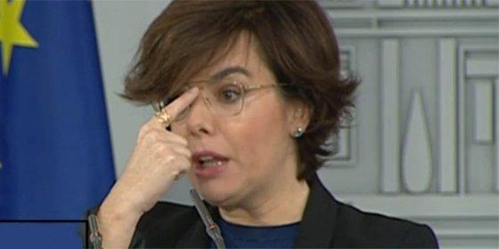 Soraya Sáenz de Santamaría arrasa en la Red con sus nuevas gafas retro