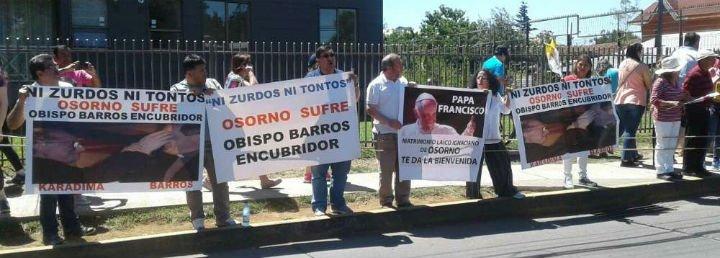 """Víctimas de Karadima valoran el gesto del Papa, pero exigen """"la destitución de los obispos encubridores"""""""