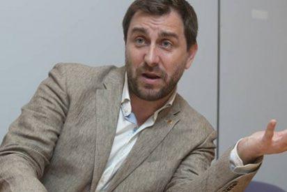 El golpista fugado Toni Comín traiciona a los 'indepes' porque pasa del procés y lo da 'todo por la pasta'