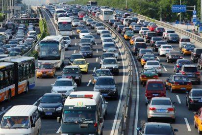 China prohibe la fabricación de 553 modelos de coches por su elevado consumo