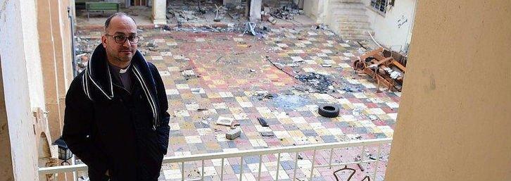 """Padre Salar Kajo: """"La Iglesia es la única que se ha movilizado para reconstruir estos pueblos"""""""