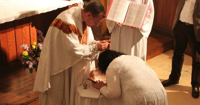 Aumenta el número de adultos en España que piden ser bautizados