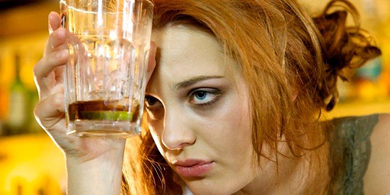 ¿Sabías que el alcohol es el principal factor de riesgo de la demencia precoz?