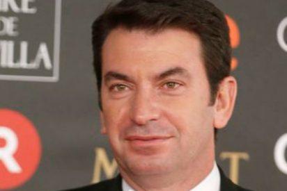 Arturo Valls la lía en Los Goya al salirse del discurso oficial