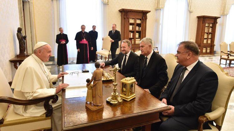 Francisco recibe a la presidencia Colegiada de Bosnia y Herzegovina