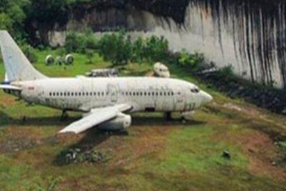¿Qué hace este misterioso avión abandonado en medio de la jungla en Bali?