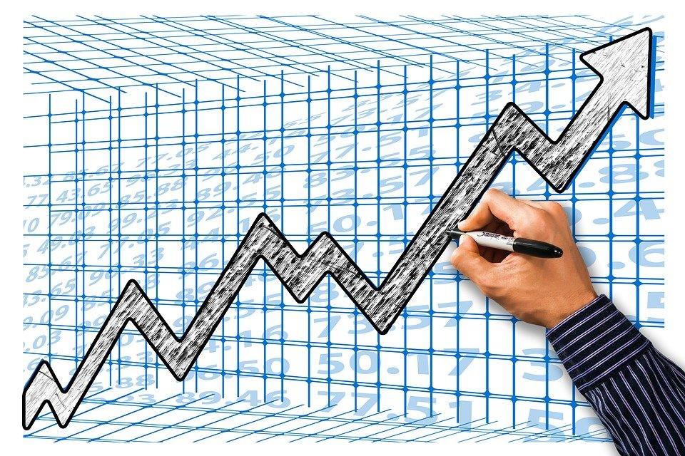 El Ibex 35 avanza un 2% en la semana y recupera los 9.800 puntos