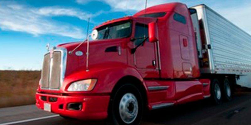 Graba a un niño de cuatro años conduciendo un camión y se viraliza en Facebook