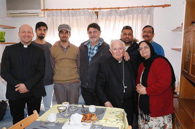 Cañizares se reúne con familias refugiadas en Valencia