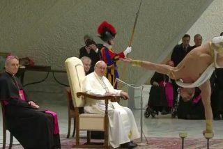 """Francisco: """"Que el Señor convierta el corazón de los traficantes de personas, plaga vergonzosa"""""""