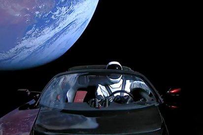 Así ha sido el triste final del 'coche espacial' Tesla Roadster enviado al espacio exterior