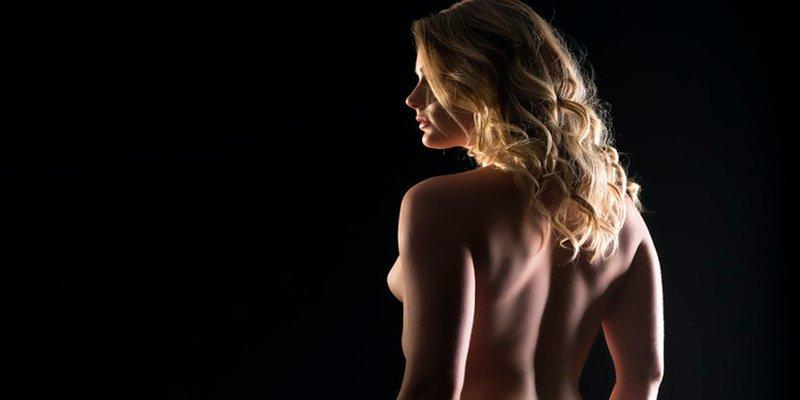 ¿Pasearse desnuda por casa en Nueva York es ilegal?
