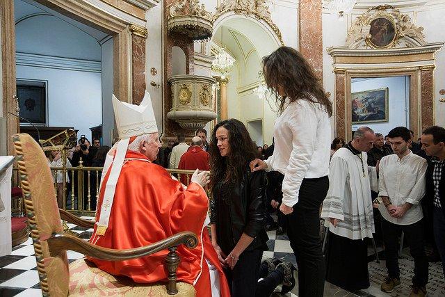 60 adultos reciben el sacramento de la Confirmación