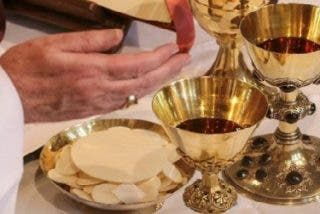 Las parejas protestantes de los católicos podrán comulgar en Alemania