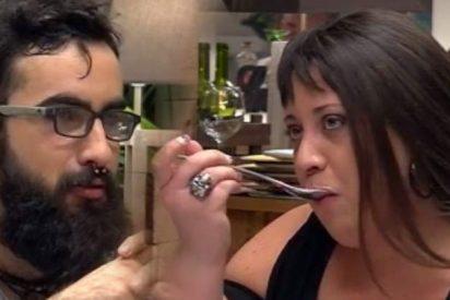 """Silvia, la 'faraona satánica' de First Dates, somete a Fabio a un interrogatorio: """"¿Tú cómo la tienes?"""""""