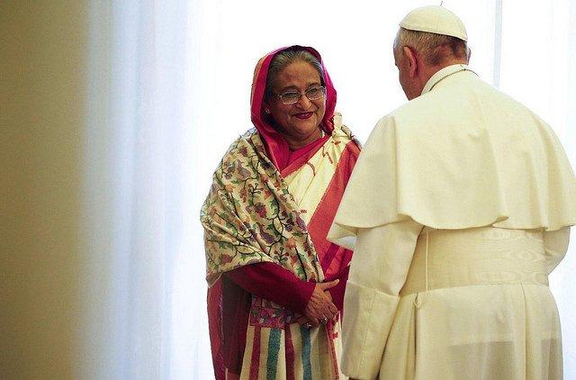 """El Papa pide una """"solución justa y duradera"""" para los rohinyas"""