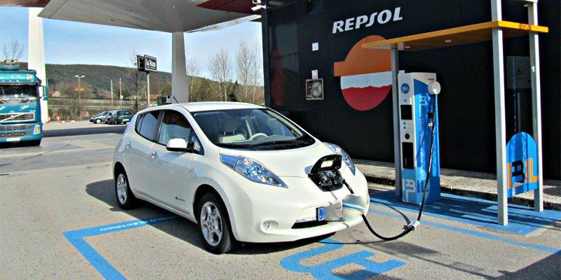Coche eléctrico: Cómo, cuándo y dónde recargar tu vehículo