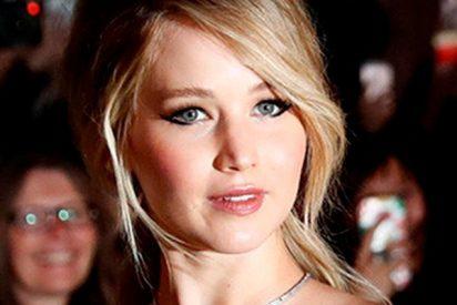 Así la lió Jennifer Lawrence en un avión con la megafonía