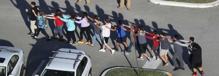 """El Papa lamenta la masacre de Florida: """"Que cesen estos actos de violencia sin sentido"""""""