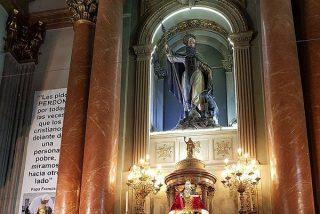 La camiseta de Quini, en el altar de San Antón