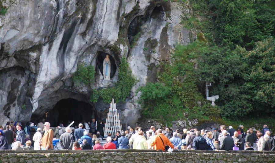 """El Coronavirus """"no cree"""" en milagros: Cierra el Santuario de Lourdes"""