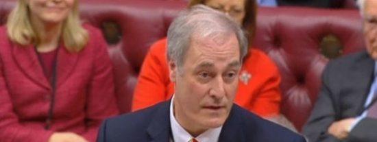 El lord británico que ha dimitido por llegar dos minutos tarde a una sesión del Parlamento
