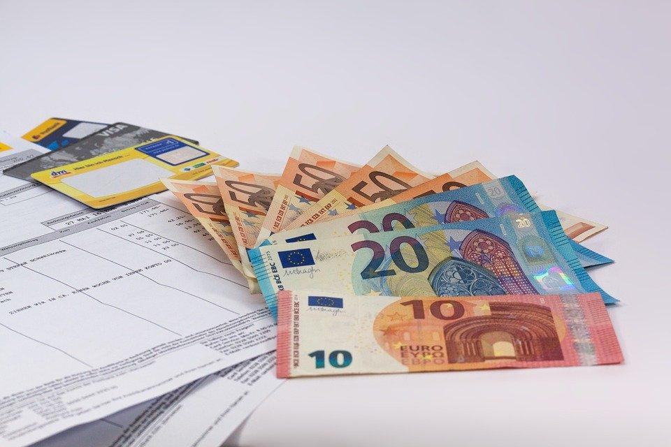 España: El Tesoro cobra por las letras a un año más que el BCE a la banca por aparcar ahí su dinero