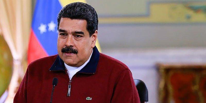 Mientras los venezolanos sufren hambre, el tirano Maduro luce un suéter que cuesta 147 salarios mínimos