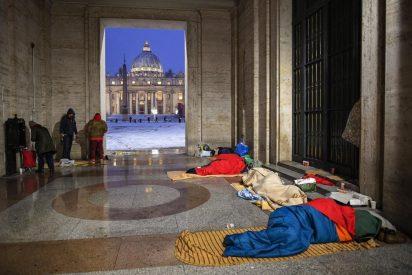 El Vaticano amanece completamente nevado