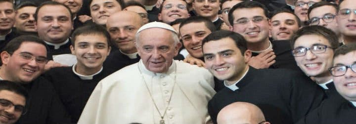 "Francisco pide sacerdotes ""servidores"", no ""dominadores"""