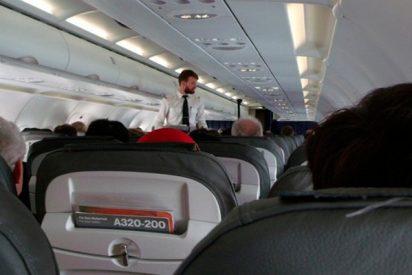 Descojone por 'todo lo alto' en este avión con las peregrinas explicaciones de un hombre a su mujer