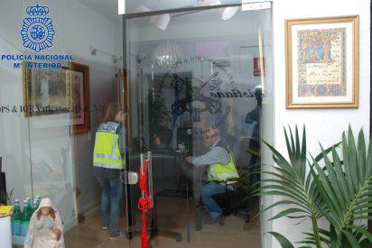 Cuatro detenidos en Fuengirola por estafa al hacerse pasar por miembros del Banco Vaticano