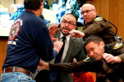 El padre de las gimnastas abusadas en EEUU intentó 'machacar' a Larry Nassar en el juzgado