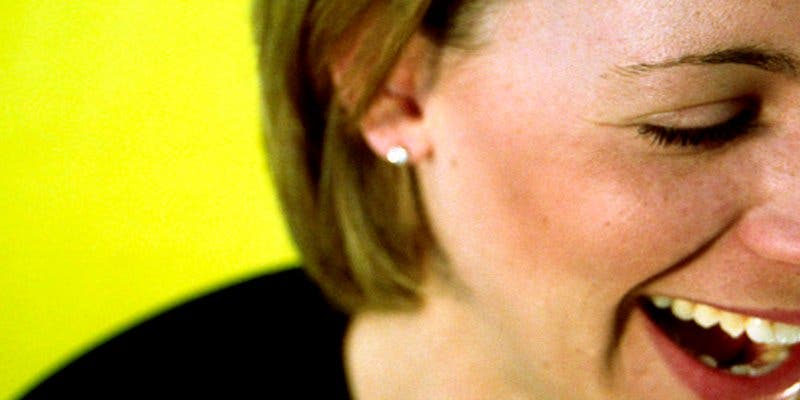 Las personas que se ríen de sí mismas tienen mayor bienestar psicológico
