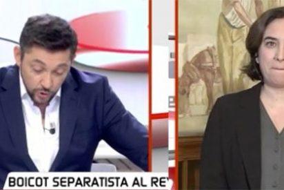 Colau se pavonea en televisión de su feo gesto al Rey y Javier Ruiz es incapaz de reprocharle la ofensa