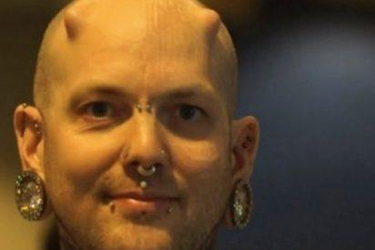 ¿Mutantes?: Una oreja implantada y cuernos en la cabeza