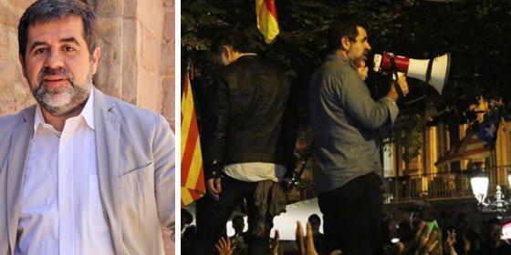 El jeta de Jordi Sánchez le echa el muerto del destrozo de los coches de la guardia civil a los periodistas