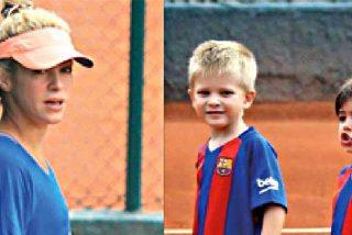 Los niños de Shakira y Pique juegan al tenis pero vestidos de futbolistas del Barça