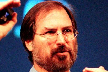 Steve Jobs, un hombre sin vehículo propio y con faltas de ortografía, que triunfó