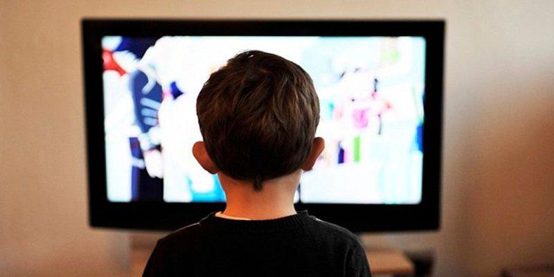 ¿Sabes que ver demasiado la televisión durante la juventud nos hace menos «listos» de adultos?